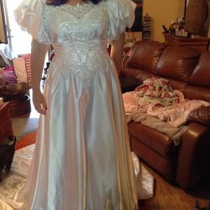 Ornate size 12 wedding Gown